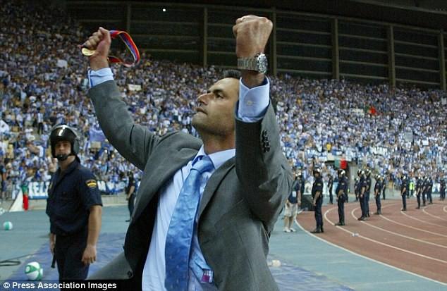 Hình ảnh: Chính chức vô địch đó đã mở ra một sự nghiệp huấn luyện tươi đẹp cho Mourinho