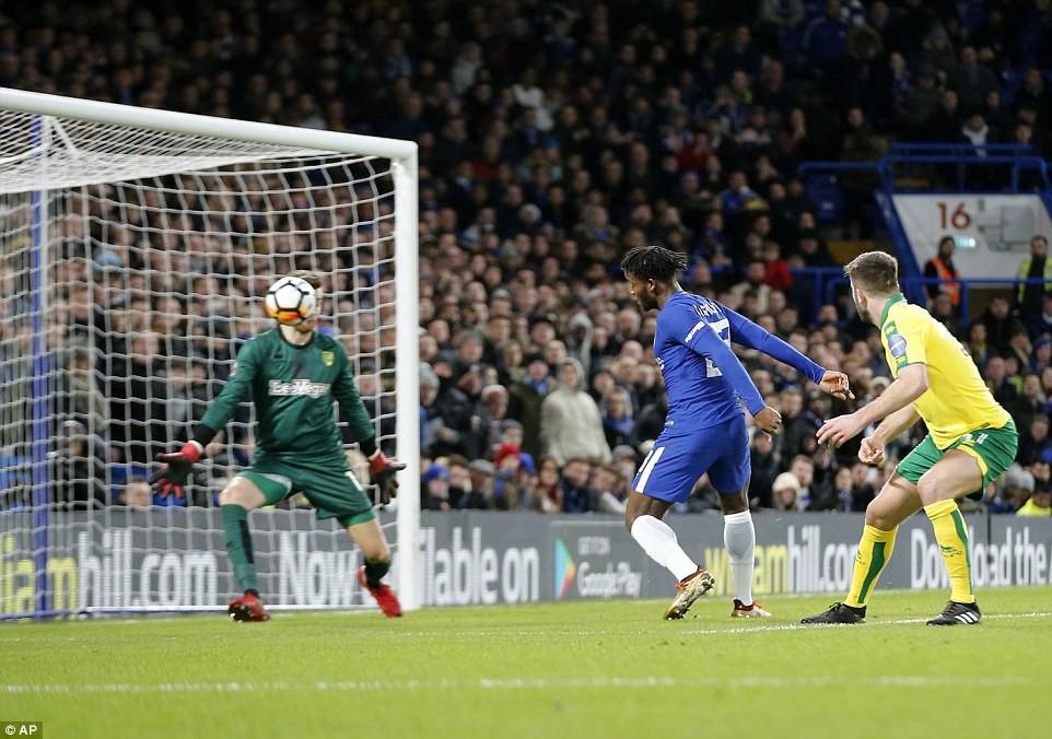 Hình ảnh: Batshuayi mở tỉ số cho Chelsea