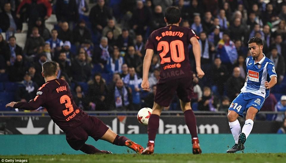 Hình ảnh: Melendo trừng phạt Barca ở những phút cuối trận