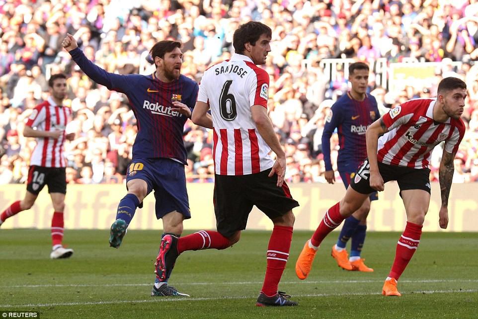 Hình ảnh: Messi ghi bàn sau cú sút hiểm hóc ngoài vòng cấm