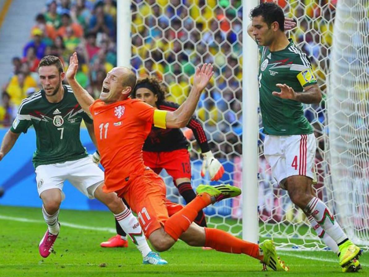 Hình ảnh: Robben đã có ngã rất đẹp trong tình huống này