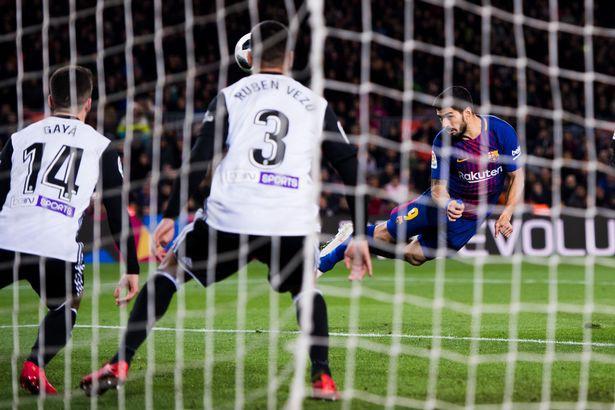 Hình ảnh: Suarez ghi bàn thắng duy nhất của trận đấu