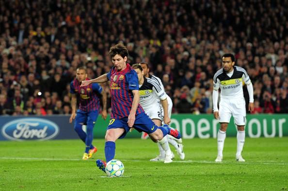 Hình ảnh: Trên chấm penalty, Messi cũng không thể ghi được bàn vào lưới Chelsea