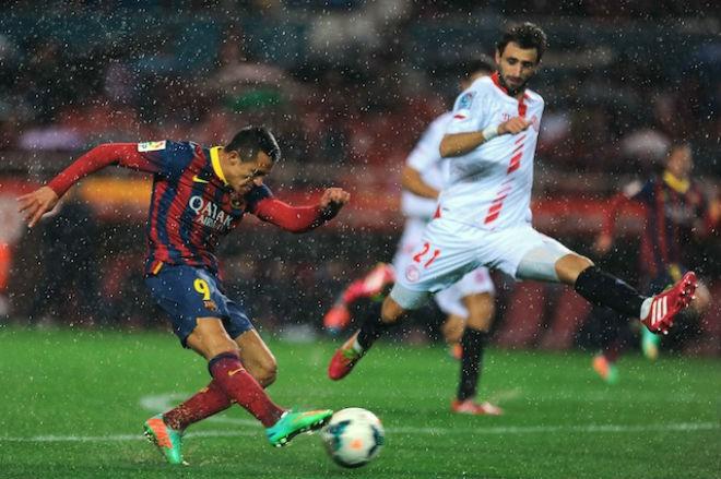 Hình ảnh: Sanchez khi còn khoác áo Barca luôn được hưởng niềm vui chiến thắng trước Sevilla