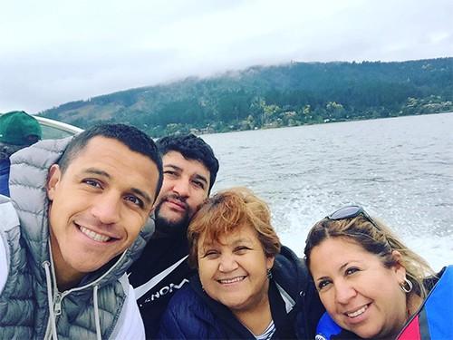 Hình ảnh: Sanchez và gia đình