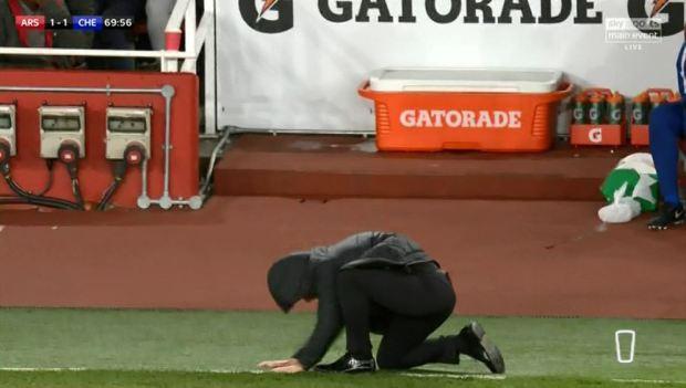 Hình ảnh: Sự thất vọng và bất lực của Conte ngoài đường biên