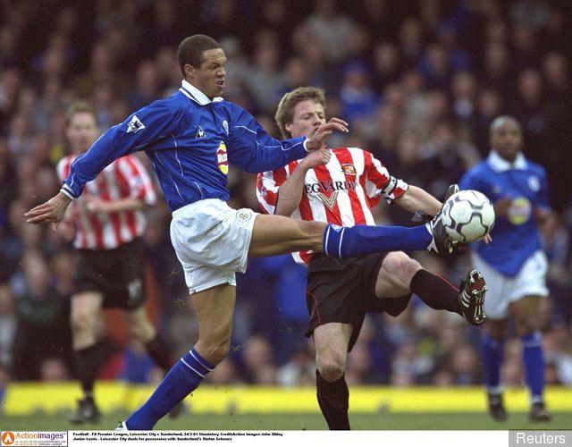 Hình ảnh: Junior Lewis trong màu áo Leicester
