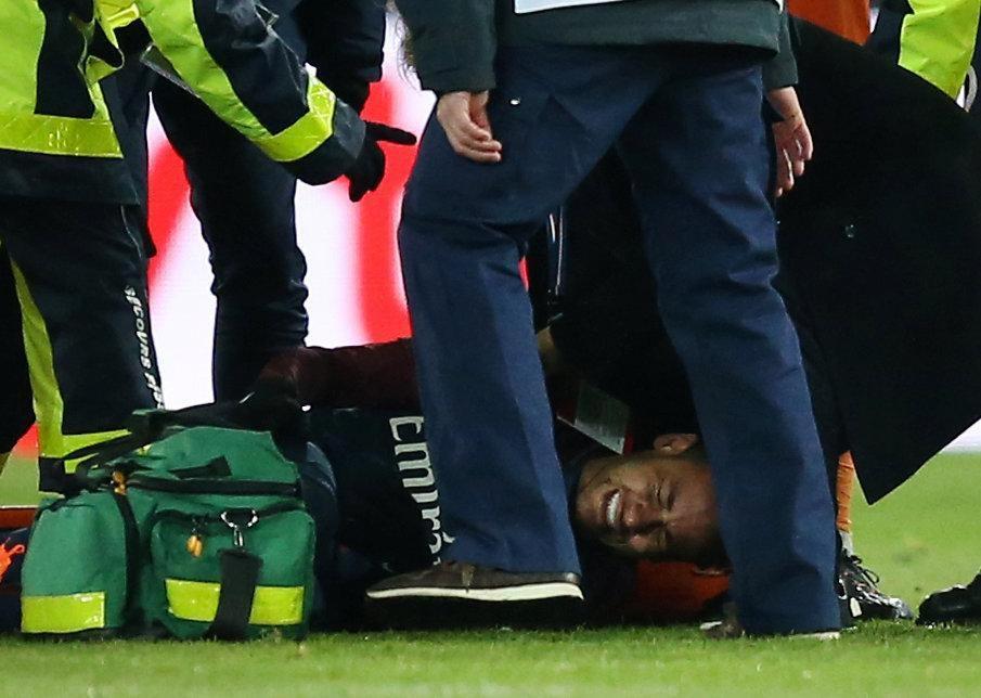 Hình ảnh: Neymar dính phải một chấn thương nặng trong trận đấu đêm qua