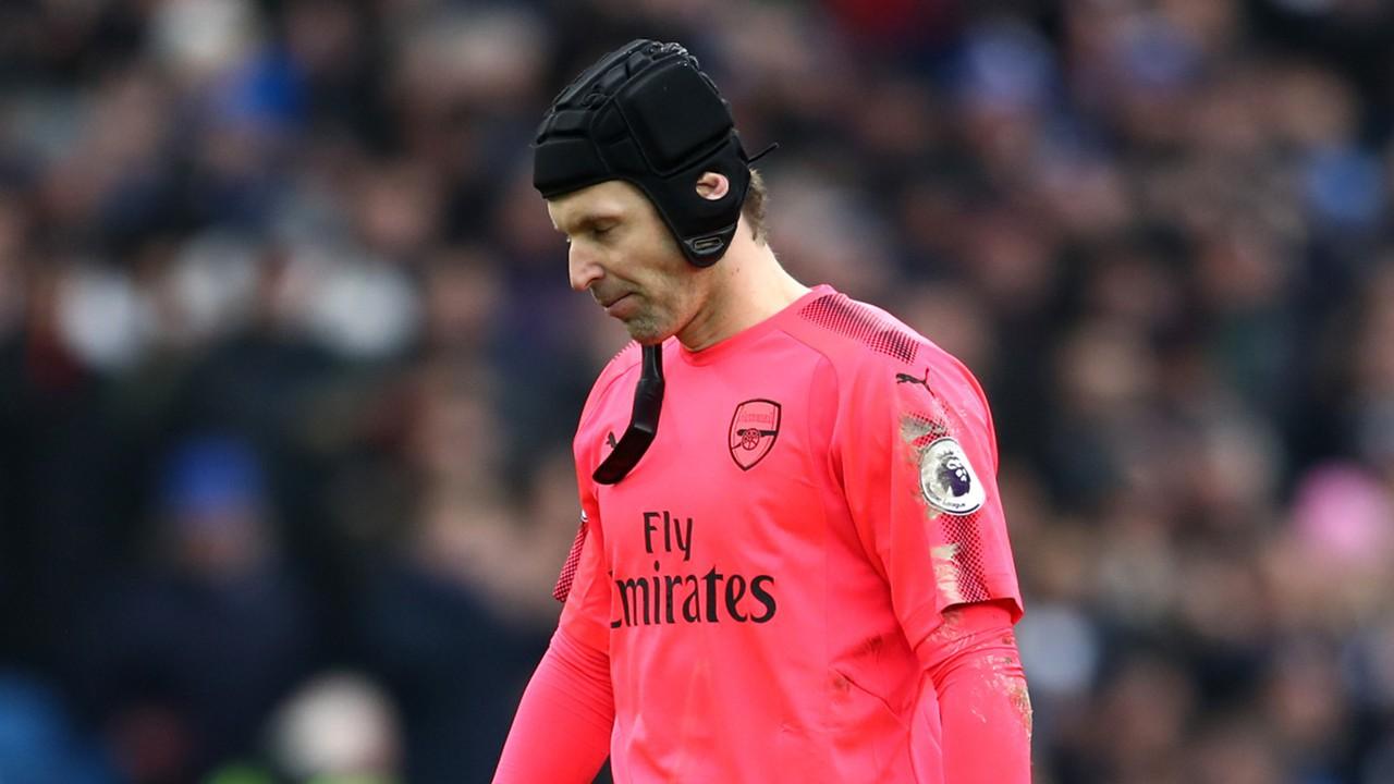 Hình ảnh: Petr Cech đang trở thành điểm yếu của Arsenal