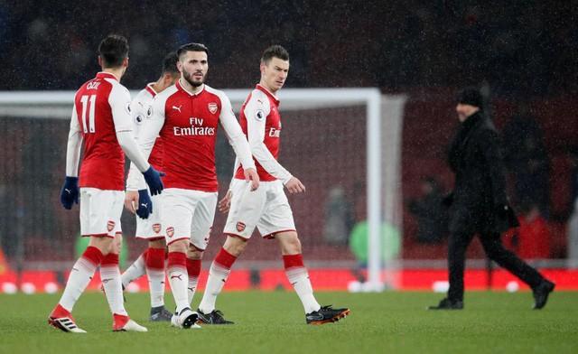 Hình ảnh: Hàng thủ tệ hại đang giết chết Arsenal