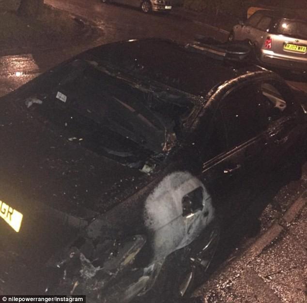 Hai tháng sau chiếc xe bị đốt cháy.