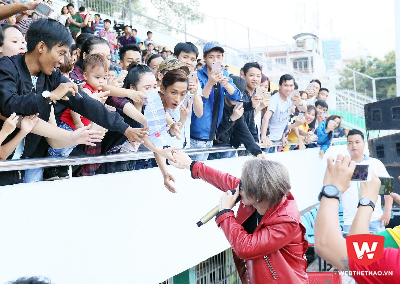 Sự cuồng nhiệt của khán giả dành cho Sơn Tùng MTP. Ảnh: Văn Nhân