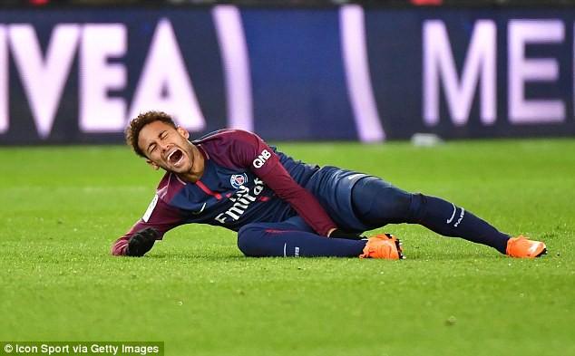 hÌNH ẢNH: Neymar dính chấn thương được cho là không nhẹ