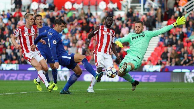 Hình ảnh: Morata phung phí cơ hội đến khó tin, không giống trận lượt đi anh lập hattrick vào lưới Stoke