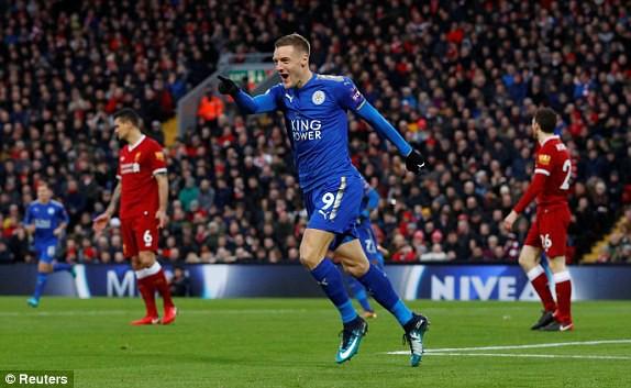 Hình ảnh: Vardy thêm một lần nữa chọc thủng lưới Liverpool