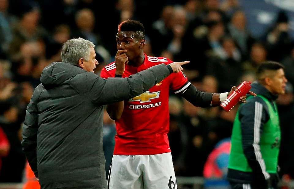 HÌNH ẢNH: Pogba bị Mourinho ''sạc'' khi bị rút ra giữa chừng trận gặp Tottenham