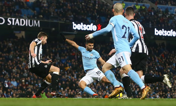 Hình ảnh: Aguero ấn định chiến thắng 3-1 cho Man City sau màn dọn cỗ của Sane