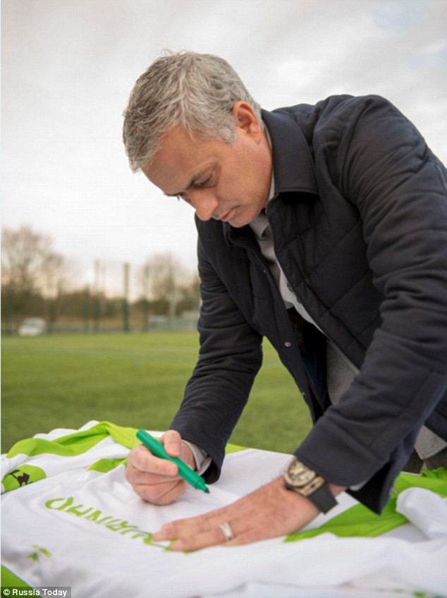 hình ảnh: Mourinho xuất hiện trong video quảng cáo của RT vào ngày hôm qua