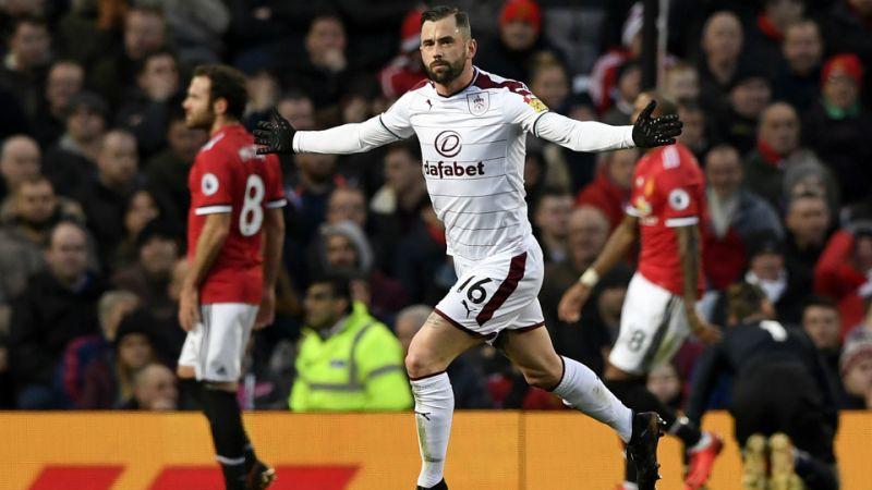 Hình ảnh: Burnley liên tục gây sốc khi dẫn MU tại Old Trafford