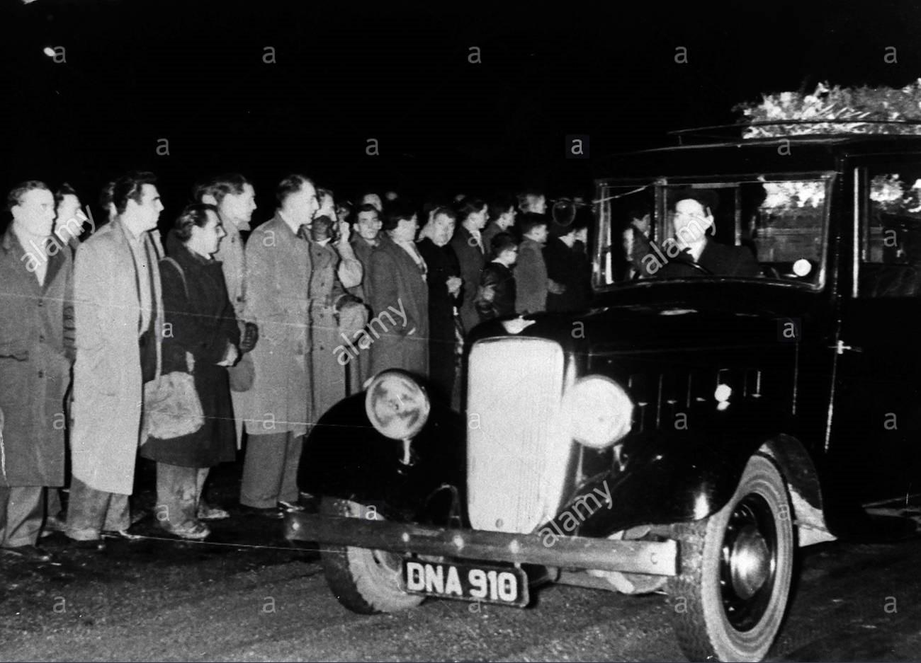 Hình ảnh: Thi thể của các cầu thủ MU tử nạn được di chuyển về Anh vào ngày 11/2/1958