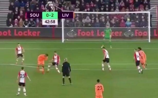 Hình ảnh: Cú đánh gót ngẫu hứng của Firmino đã góp công lớn mang về bàn thứ 2 cho Liverpool