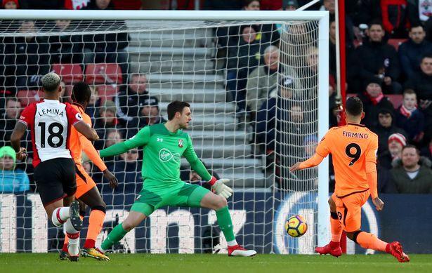 Hình ảnh: Trước đó Firmino đã mở tỷ số qua đó tiếp tục thể hiện phong độ hay nhất kể từ khi tới Liverpool năm 2015