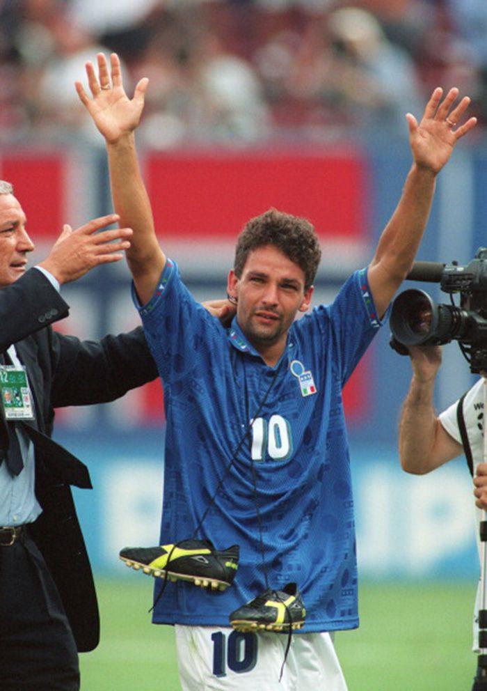 Hình ảnh: Với số đông tifosi, Baggio vẫn là người hùng sau khoảnh khắc 11m tồi tệ ở CK World Cup 94