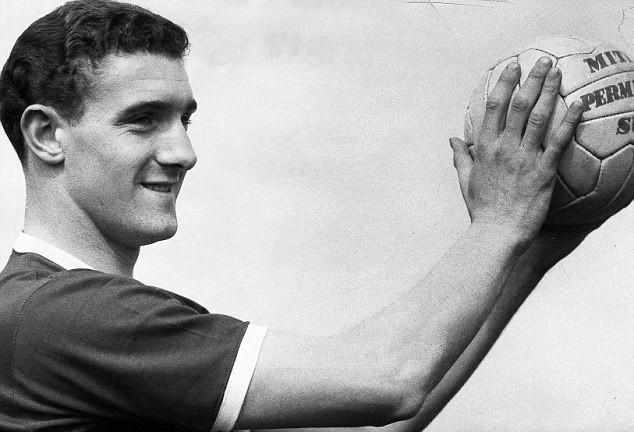 Hình ảnh: Bill Foulkes, người sống sót kỳ diệu đã tiếp tục chơi cho MU trước khi giải nghệ với 688 trận và cùng MU vô địch Cúp C1 châu Âu 1968