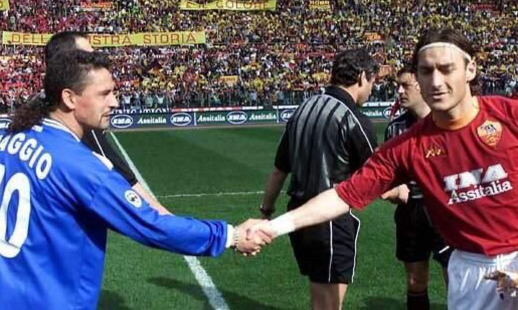 Hình ảnh: Baggio và Totti, những biểu tượng lãng mạn gần như là cuối cùng của Serie A và Calcio ở kỷ nguyên vàng