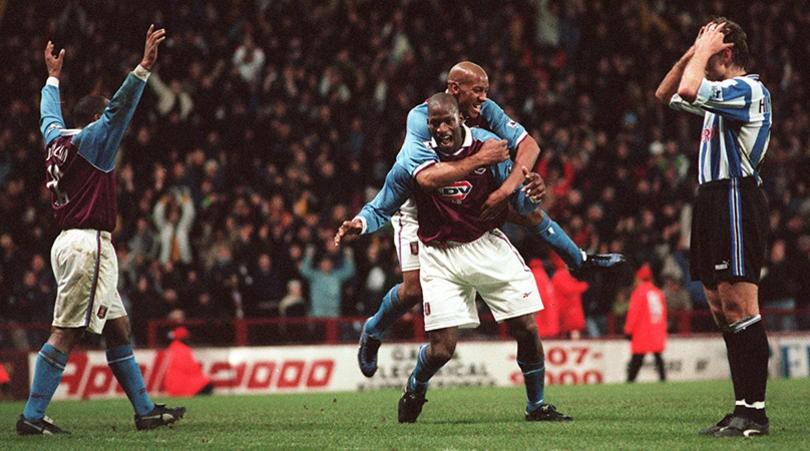 Hình ảnh: Villa từng gây sốc vươn lên cạnh tranh với MU, Arsenal ở nửa đầu mùa 1998/99