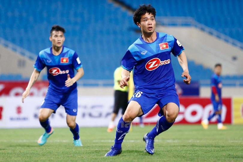 Hình ảnh: HLV Ono Shingi thấy ấn tượng với cách chơi bóng của Công Phượng hơn Công Vinh.