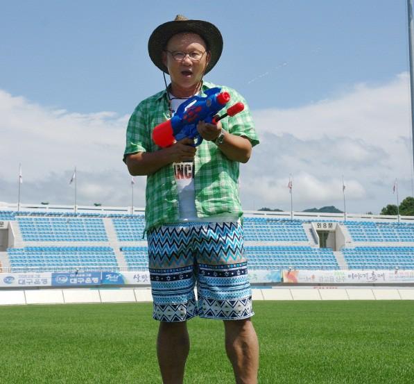 Hình ảnh: Ông Park Hang Seo từng được BBC khen ngợi về sự nhanh nhạy trong việc nói tiếng Anh.