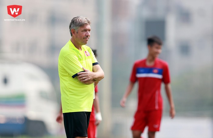 Hình ảnh: ông Gede luôn coi các cầu thủ như những đứa con của mình.