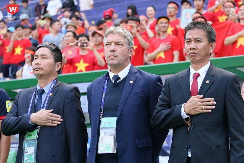 hình ảnh: Ông Jurgen Gede (giữa) góp công không nhỏ trong chiến tích lịch sử của cả U20 và U23 Việt Nam.