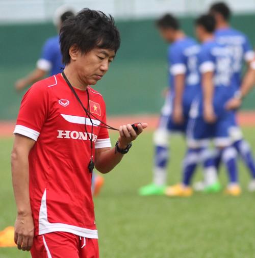 """VCK U.23 châu Á: Nỗi khổ & """"Canh bạc"""" của ông Miura"""