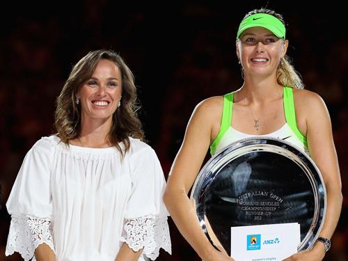 Sharapova và đàn chị, Martina Hingis