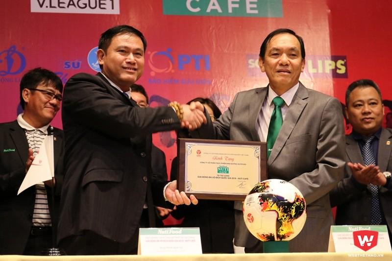 Nutifood chỉ tài trợ cho V.League 1, VPF vẫn đang tìm tài trợ cho Cúp QG và Giải HNQG. Ảnh: Việt Long.