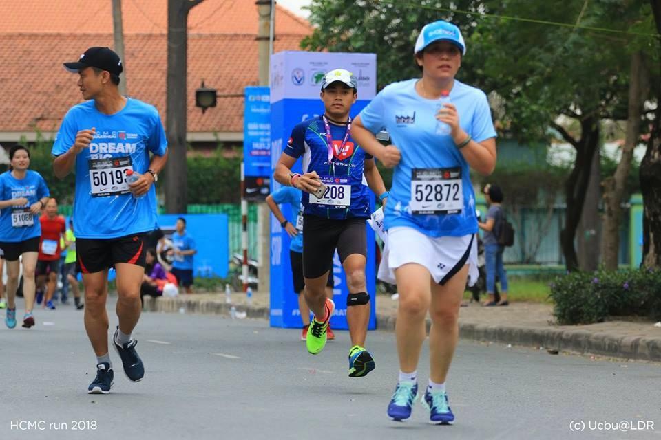 Vừa chạy vừa livestream liệu có được giới runner ủng hộ, trở thành xu hướng chạy marathon 2018. Ảnh: HCMCMarathon.