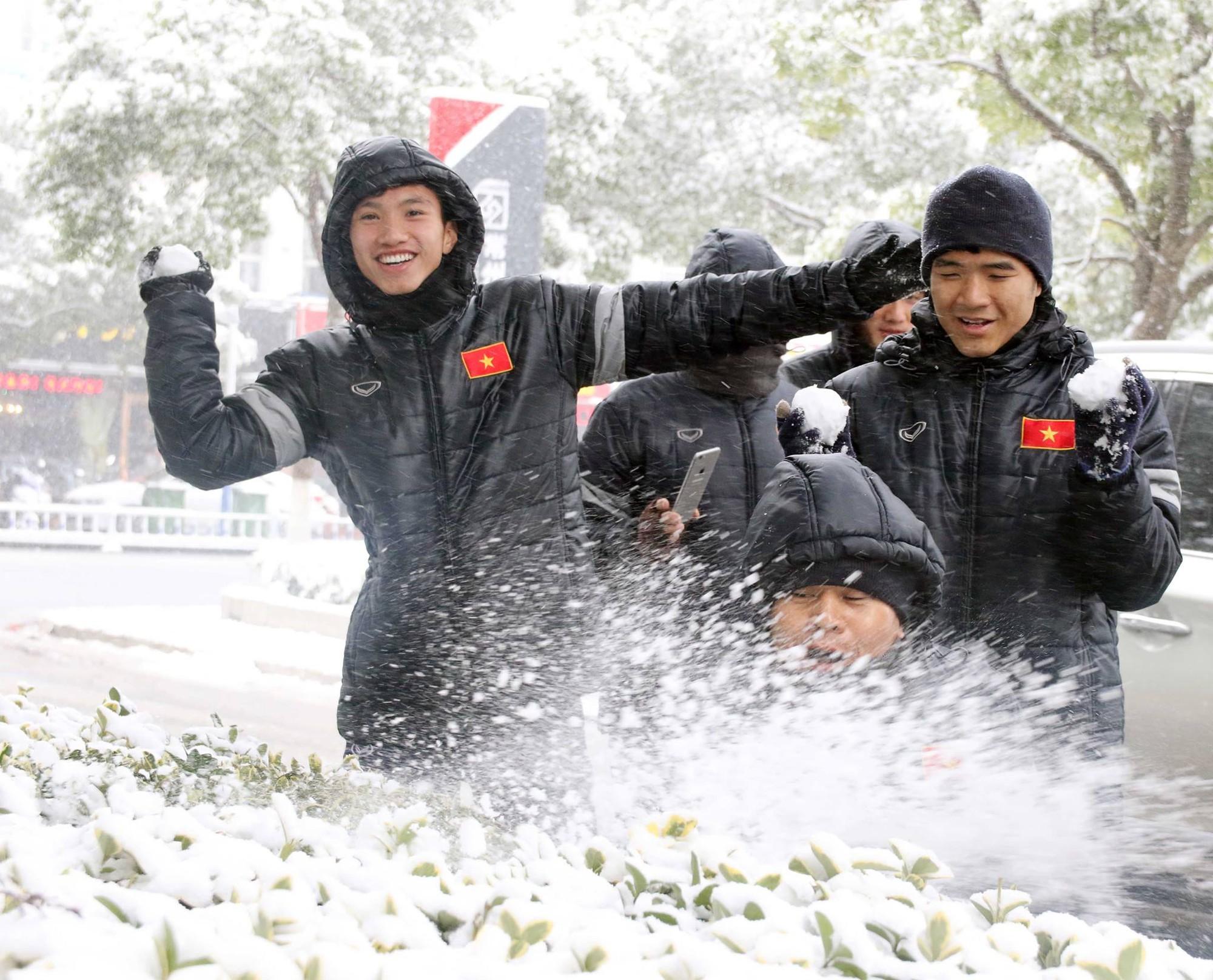 Tối nay 25/1/2018, U23 Việt Nam sẽ trở lại thời khóa biểu tập luyện để chuẩn bị cho trận đấu diễn ra vào lúc 15h00 ngày 27/1/2018. Dự kiến sẽ có tuyết rơi trong trận đấu. Ảnh: VFF.
