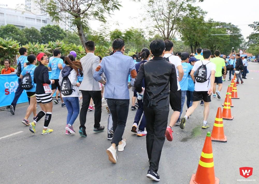 Những bộ cánh lịch lãm xuất hiện trên đường chạy marathon Việt Nam. Ảnh: Quang Thịnh.