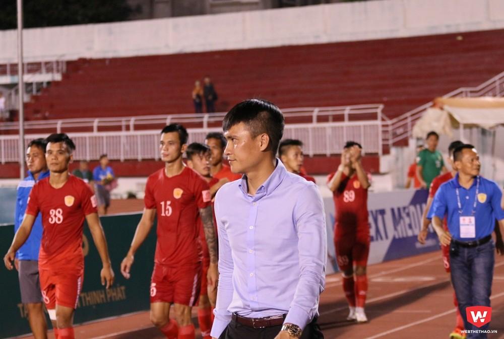 Ngoài 3 cầu thủ bản địa đã tái ký hợp đồng, HLV Lư Đình Tuấn cùng trợ lý Phùng Thanh Phương và Ngọc Thọ sẽ tiếp tục duy trì tính bản địa ở CLB TP.HCM. Ảnh: Quang Thịnh.