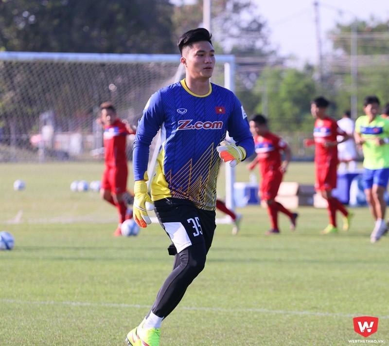 Thủ môn Nguyễn Văn Hoàng được gọi thay thế cho Sỹ Huy. Ảnh: Quang Thịnh.