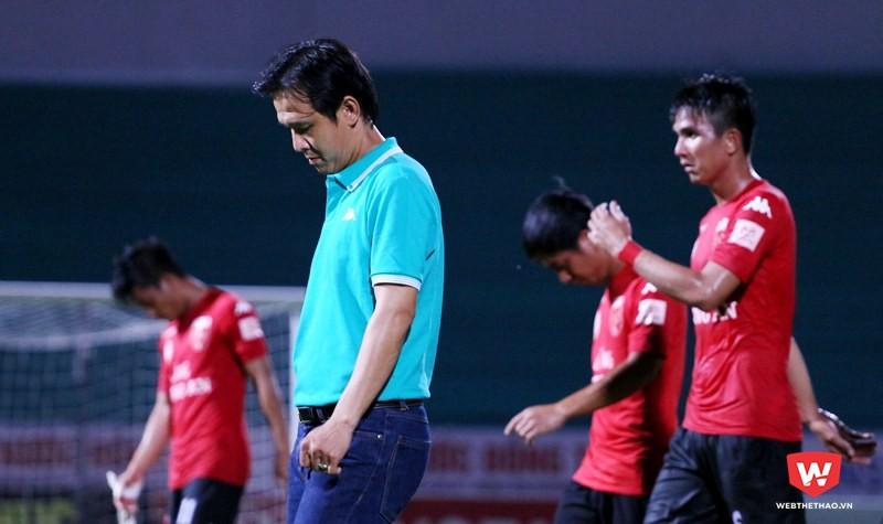 HLV trẻ Minh Phương còn rất nhiều việc phải làm khi lần đầu cầm quân ở V.League. Ảnh: Quang Thịnh.