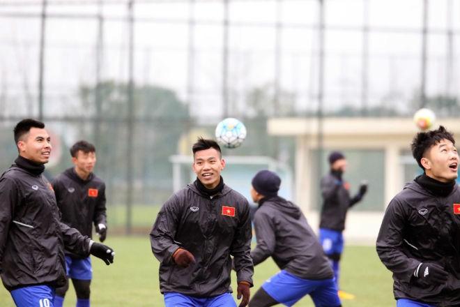 Niềm vui tập luyện của các cầu thủ U23 Việt Nam trước thềm U23 châu Á 2018. Ảnh: VFF.