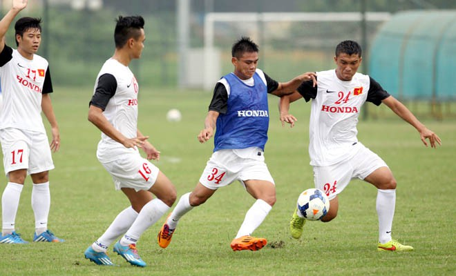 Hữu Khôi (áo xanh) thời được cựu HLV Toshiya Miura gọi lên tuyển khi chơi tại giải hạng Nhì. Ảnh: VFF.