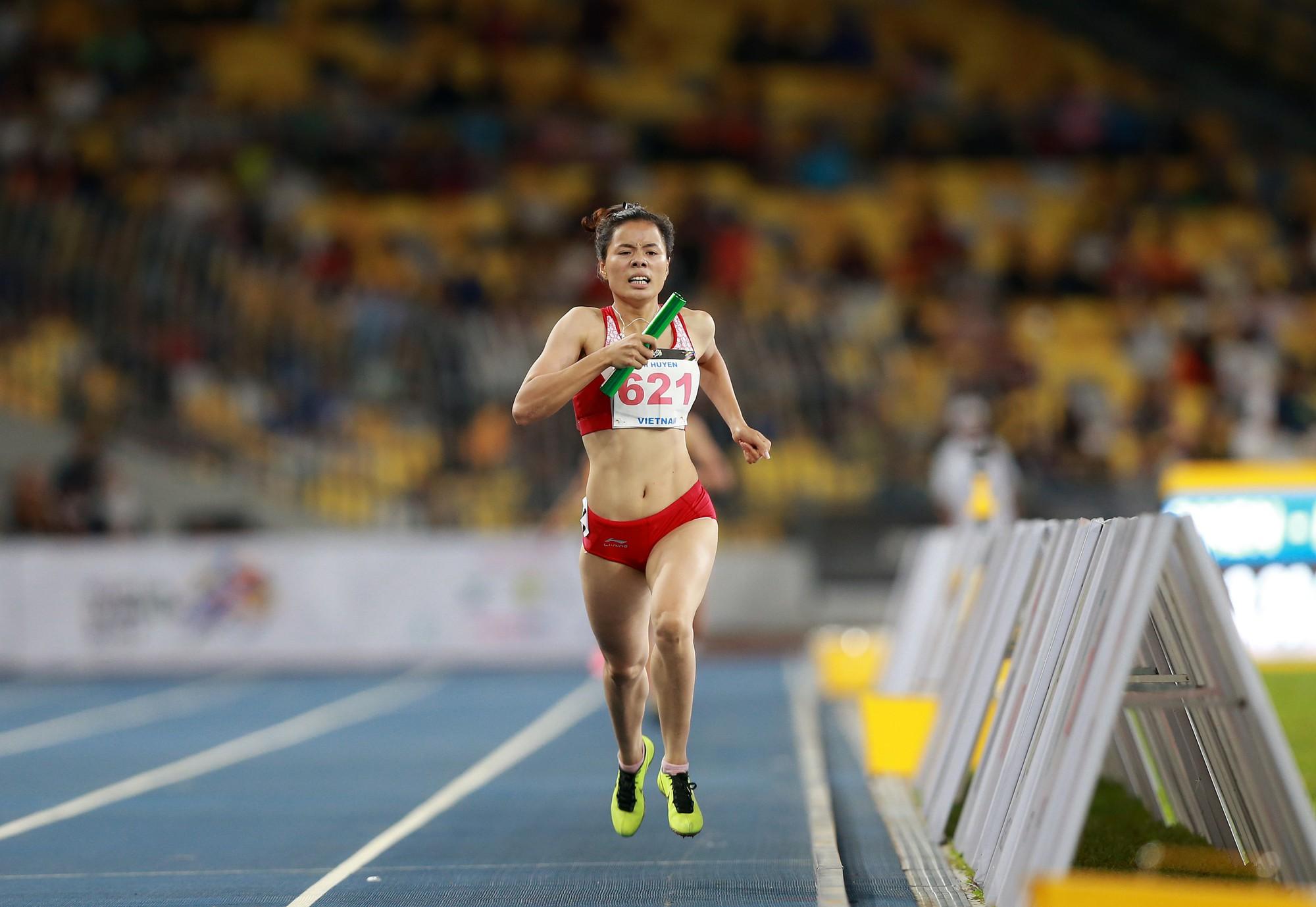 Cùng với sự hỗ trợ của gia đình và HLV Vũ Ngọc Lợi, Nguyễn Thị Huyền đã tỏa sáng ở SEA Games 29 sau một thời gian mất phong độ