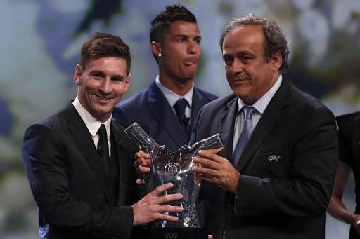 Mùa giải xuất sắc giúp Messi đoạt giải thưởng Cầu thủ hay nhất châu Âu của UEFA.
