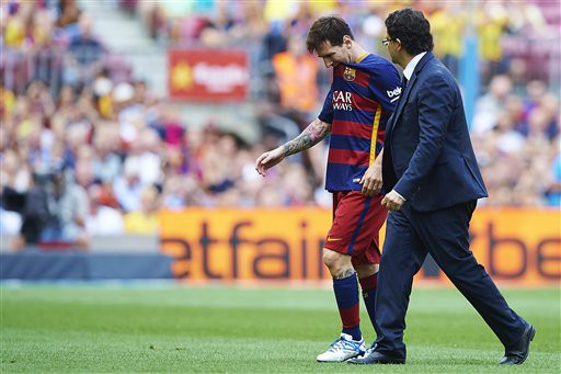 Nhưng khi bước sang mùa 2015/16, Messi lại không may khi gặp chấn thương và phải nghỉ thi đấu gần 2 tháng.