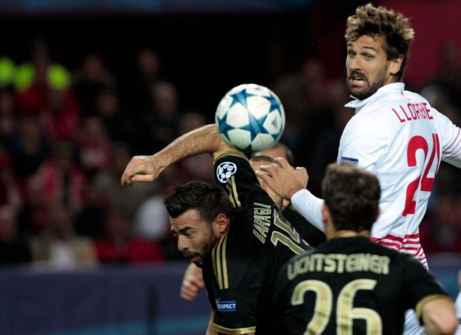Niềm vui còn nhân đôi cho The Citizens khi Juventus xảy chân trước Sevilla và để tuột mất ngôi đầu vào tay thầy trò Manuel Pellegrini