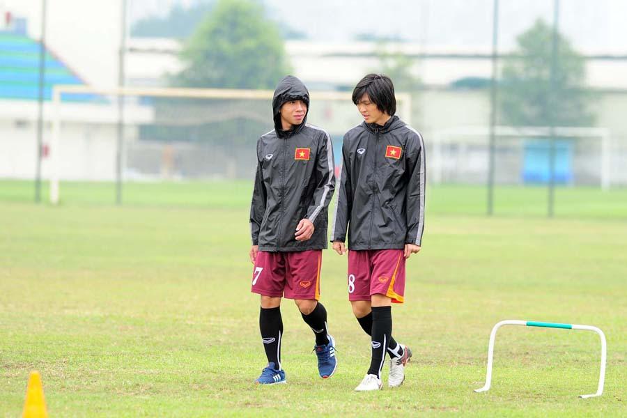 Nếu như Hồng Duy và Xuân Trường nằm trong nhóm có vấn đề với chấn thươn, thì Tuấn Anh do mới trở về từ Nhật Bản hôm qua, nên chưa thể vào tập ngay cùng toàn đội